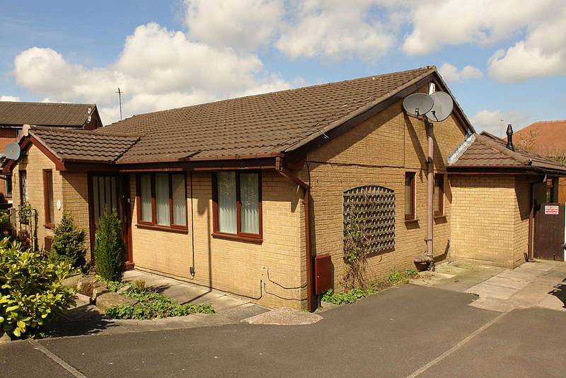 2 Bedrooms Semi Detached Bungalow for sale in Hertfordshire Park Close, Shaw