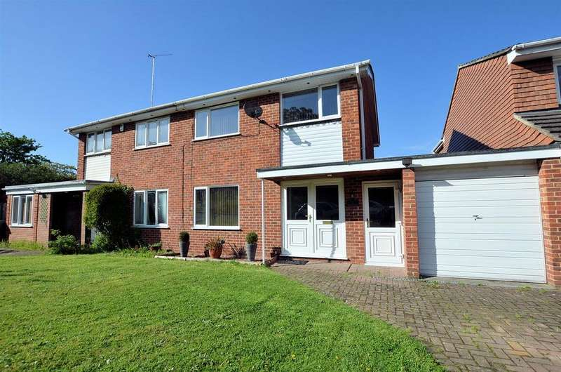 3 Bedrooms Semi Detached House for sale in Farm Close, Purley On Thames, Reading