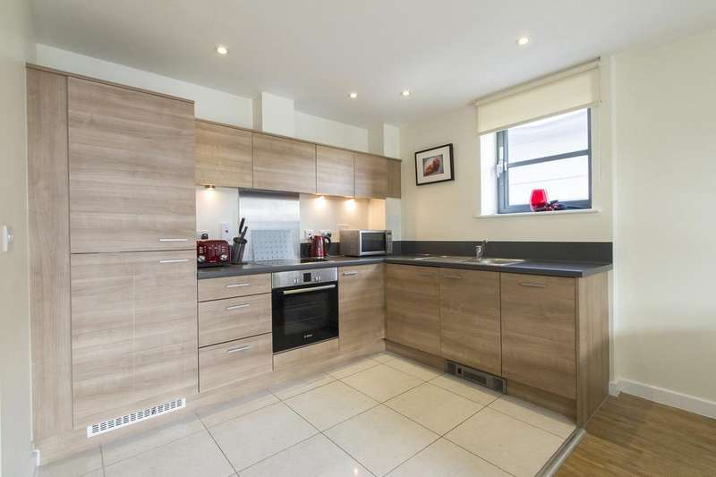 2 Bedrooms Flat for sale in Commercial Road, London E14