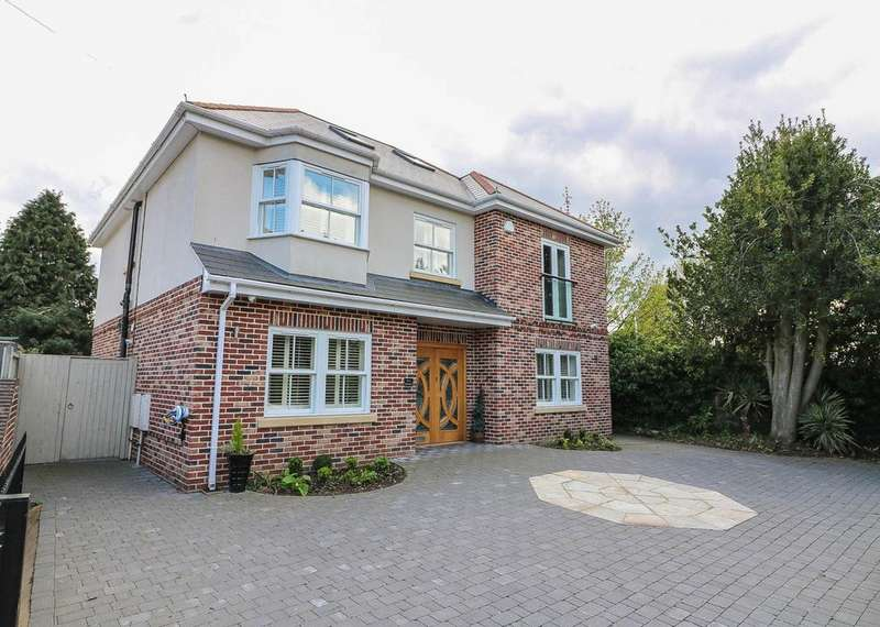 5 Bedrooms Detached House for sale in Southend Road , Billericay CM12