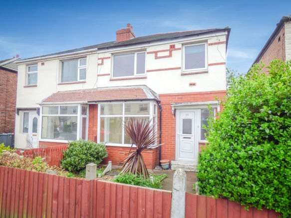 3 Bedrooms Semi Detached House for sale in Devonshire Avenue, Thornton-Cleveleys