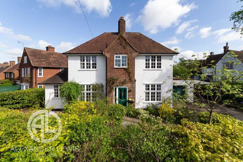 4 Bedrooms Detached House for sale in Icknield Way, Letchworth Garden City, SG6 4AA