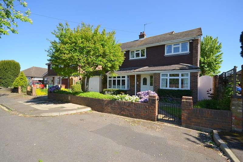 5 Bedrooms Detached House for sale in Shepperton