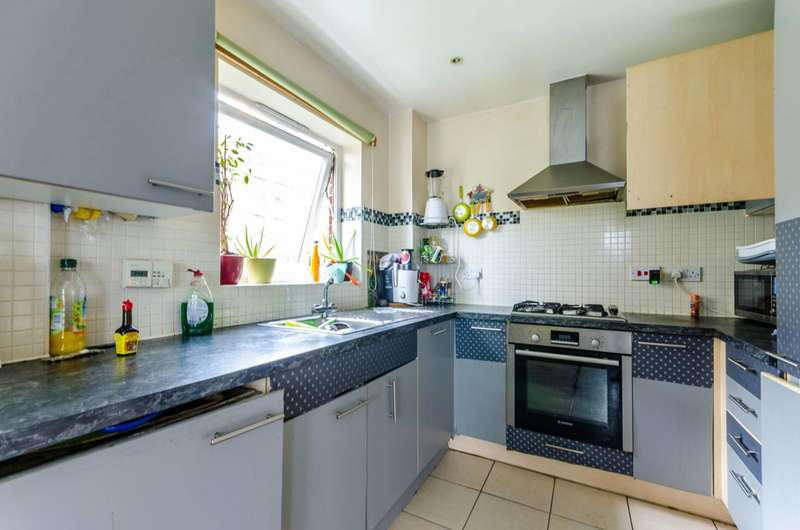 2 Bedrooms Flat for sale in Burcher Gale Grove, Peckham, SE15