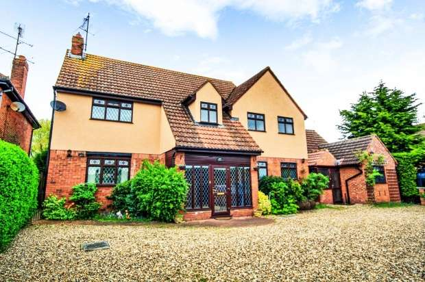 5 Bedrooms Detached House for sale in Lower Road, Colchester, Essex, CO5 7PR