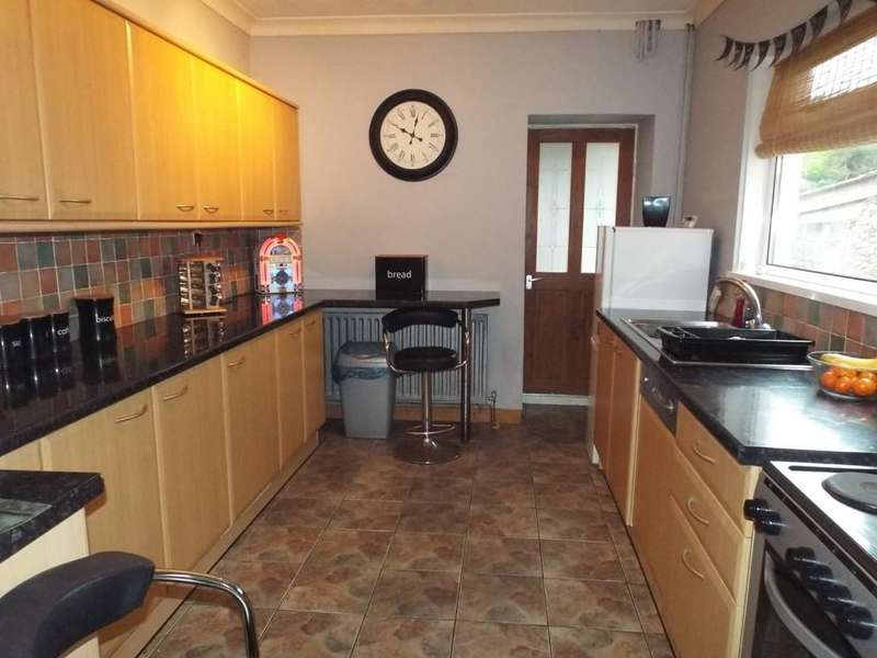 2 Bedrooms Terraced House for rent in Penparc, Tumble, Llanelli