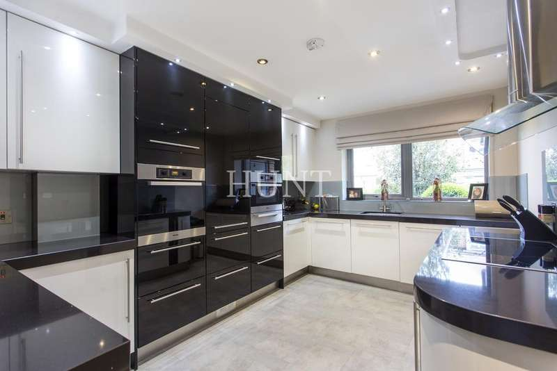 2 Bedrooms Apartment Flat for sale in Manor Road, Chigwell IG7