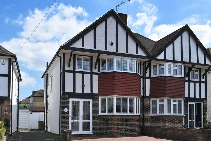 3 Bedrooms Semi Detached House for sale in County Gate London SE9
