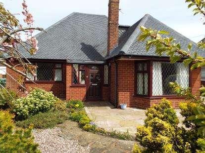3 Bedrooms Bungalow for sale in Poulton Avenue, Lytham St Annes, Lancashire, FY8