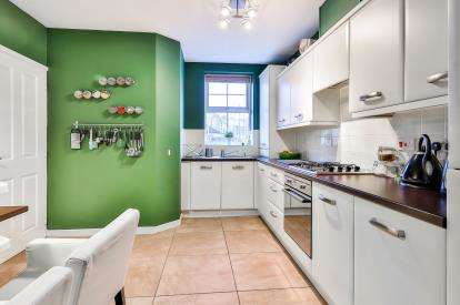 3 Bedrooms Town House for sale in Oxford Road, Burnley, Lancashire