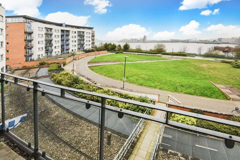 2 Bedrooms Flat for sale in Tideslea Path, Thamesmead West