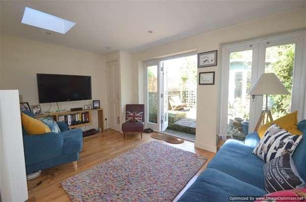 3 Bedrooms Terraced House for sale in Navarino Grove, London Fields, E8