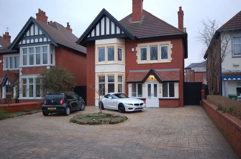 4 Bedrooms Detached House for sale in St Annes Road East, Lytham St Annes