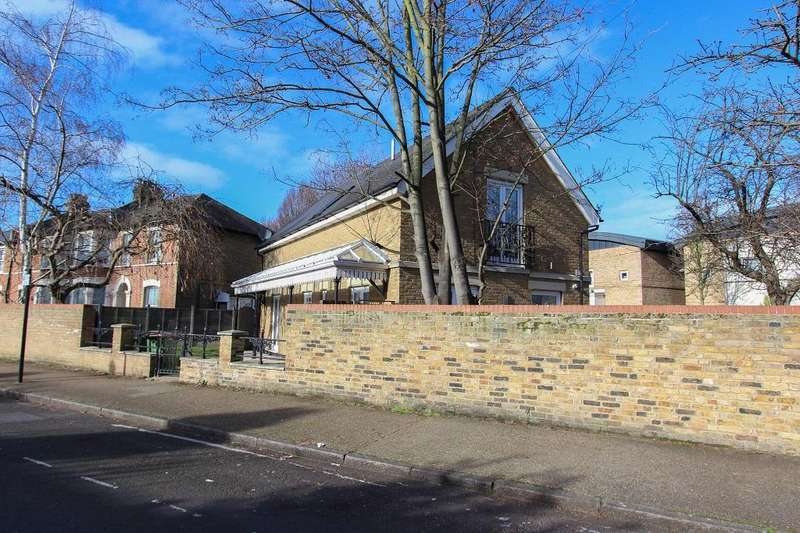 3 Bedrooms Detached House for sale in Claremont Road