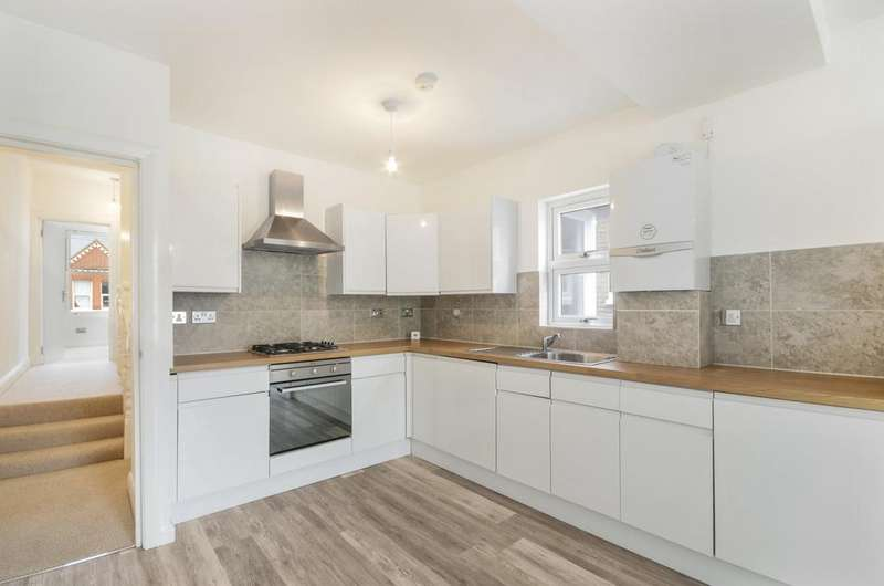 3 Bedrooms Flat for sale in Franciscan Road, Tooting, SW17