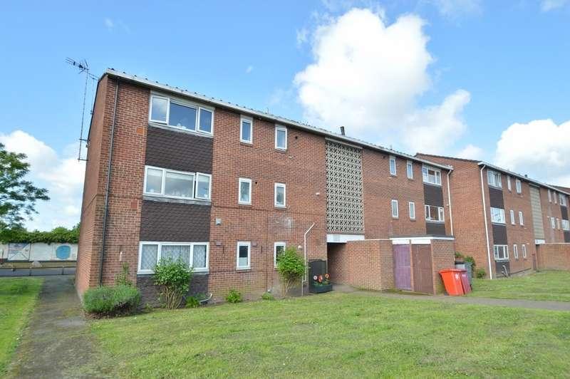 2 Bedrooms Flat for sale in Grampian Way, Langley, SL3