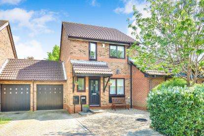 3 Bedrooms Semi Detached House for sale in Boxberry Gardens, Walnut Tree, Milton Keynes, Buckinghamshire