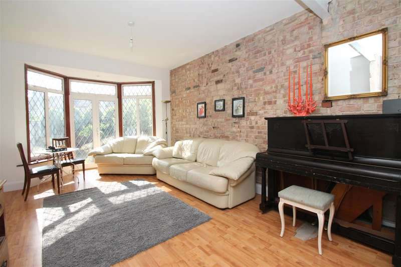 3 Bedrooms End Of Terrace House for sale in Connaught Gardens, Palmers Green, London N13