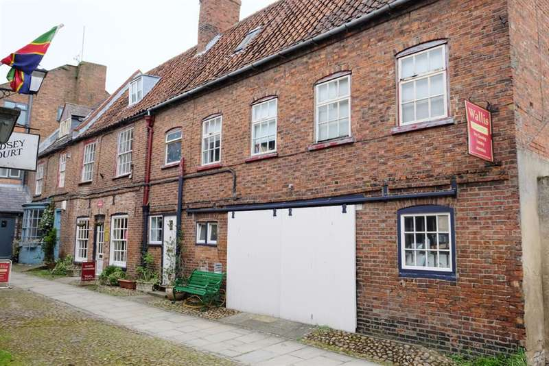 4 Bedrooms Town House for sale in Lindsey Court, Horncastle, LN9 5DH