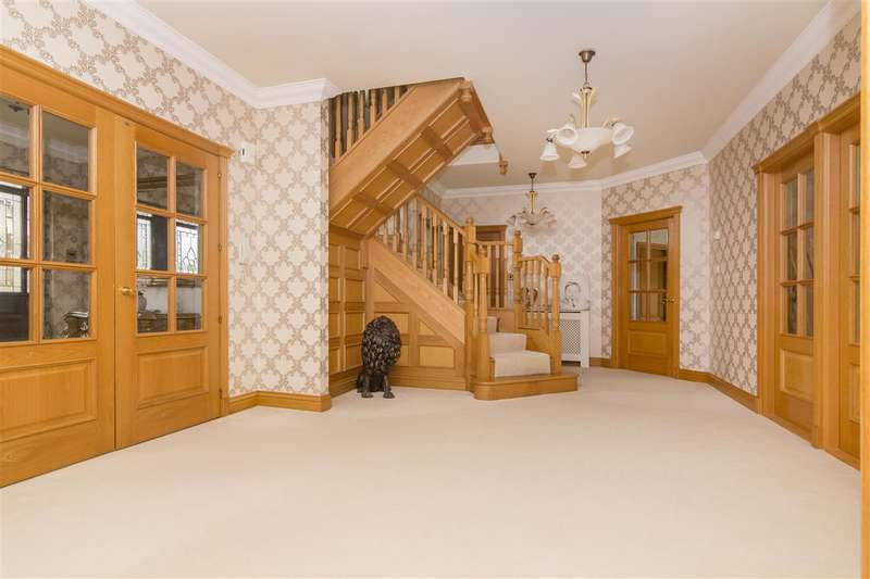 6 Bedrooms Detached House for sale in Castleview, Airth