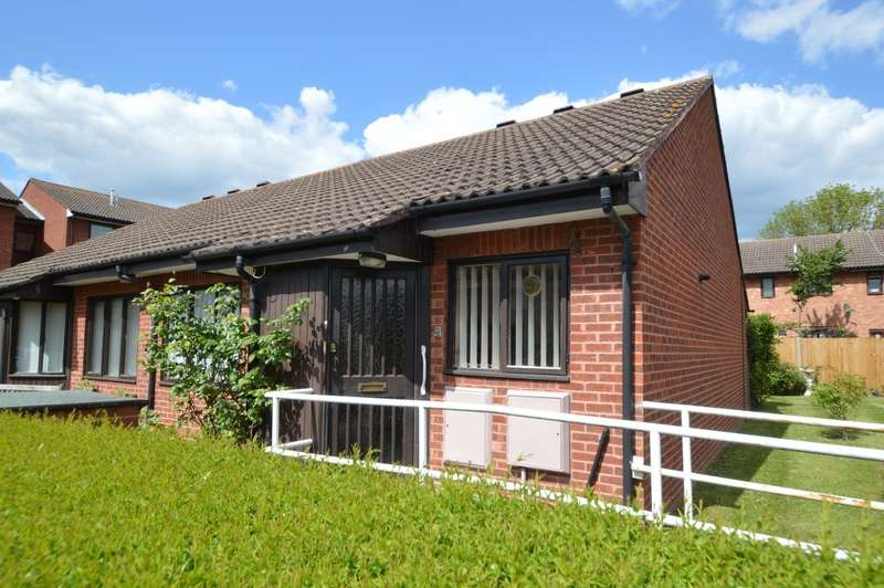 2 Bedrooms Bungalow for sale in The Oaks, Kimberley Close, Langley, SL3