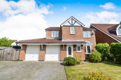 4 Bedrooms Detached House for sale in Dunmoor Grove, Ingleby Barwick, Stockton-On-Tees