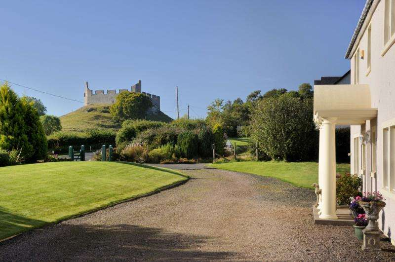3 Bedrooms Detached House for sale in Castle Heights, Hume, Kelso, Scottish Borders