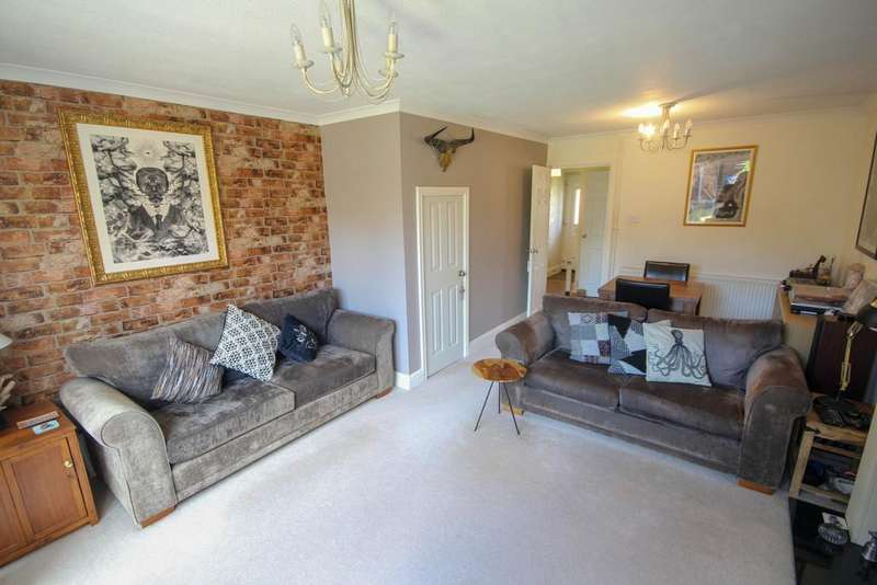 3 Bedrooms End Of Terrace House for sale in Bickley Moss, Oakwood