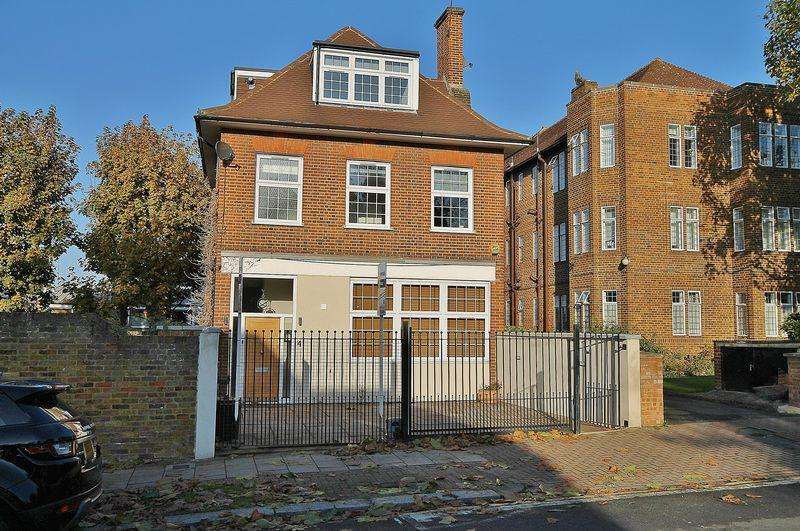 5 Bedrooms Detached House for sale in Stunning 5 Bedroom House, Westleigh Avenue, London