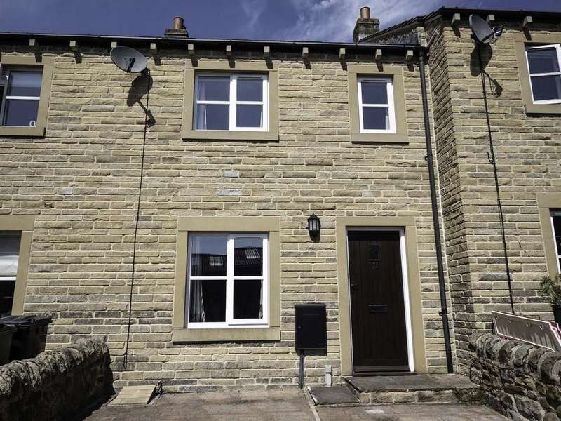 3 Bedrooms Terraced House for rent in St Johns Close, Silsden