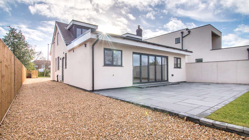 4 Bedrooms Detached House for sale in Offley Road, Sandbach
