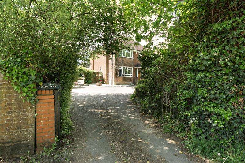 4 Bedrooms Detached House for sale in Providence Hill Bursledon Southampton