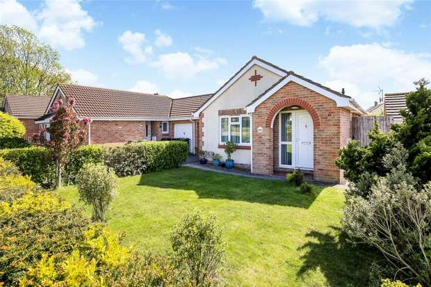 2 Bedrooms Detached Bungalow for sale in Badger Rise, Portishead, Bristol