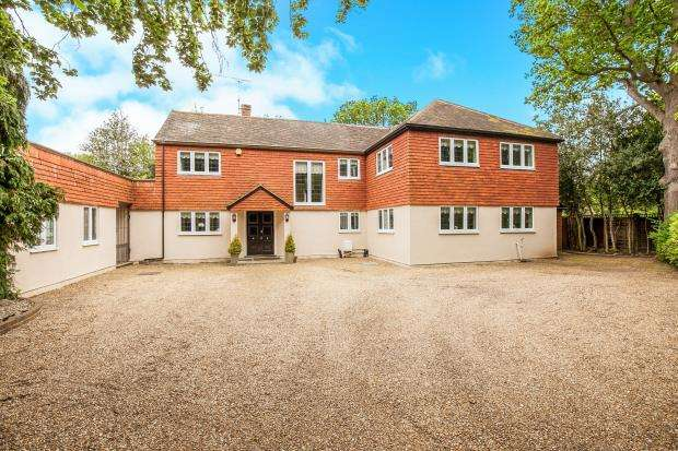 5 Bedrooms Detached House for sale in West Byfleet, Surrey