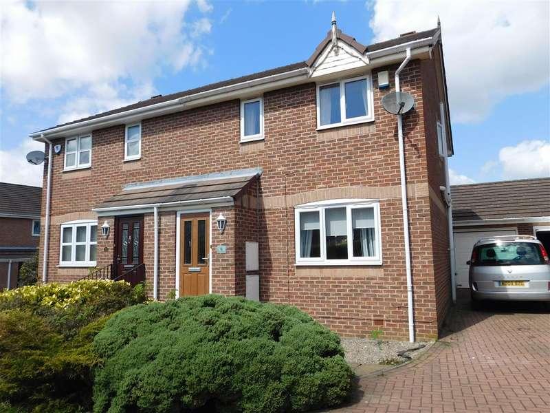 3 Bedrooms Semi Detached House for rent in Mill Garth, Gildersome, Leeds