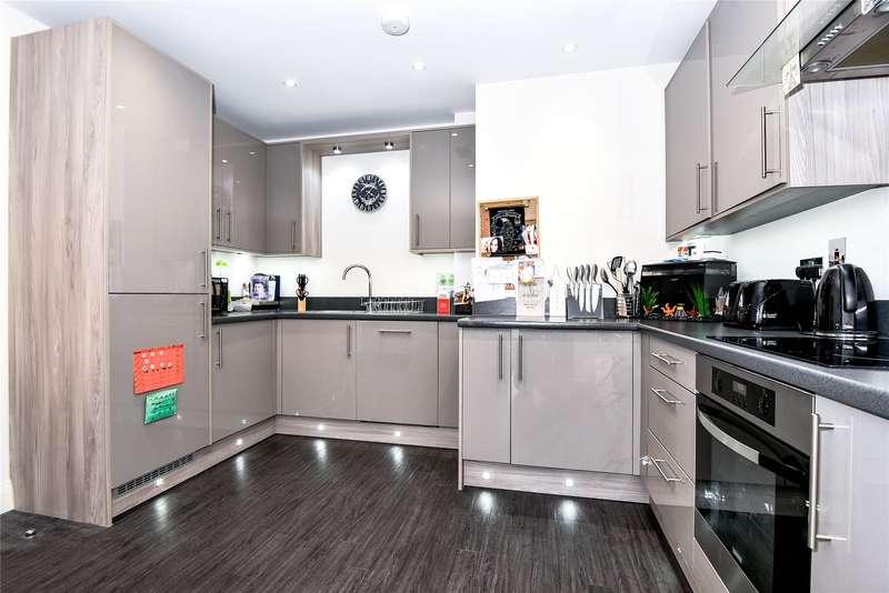 2 Bedrooms Apartment Flat for sale in Heathland Court, 3 Grebe Way, Maidenhead, Berkshire, SL6