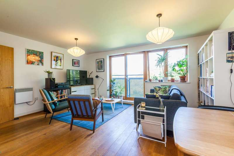 2 Bedrooms Flat for sale in Meath Crescent, Bethnal Green, E2