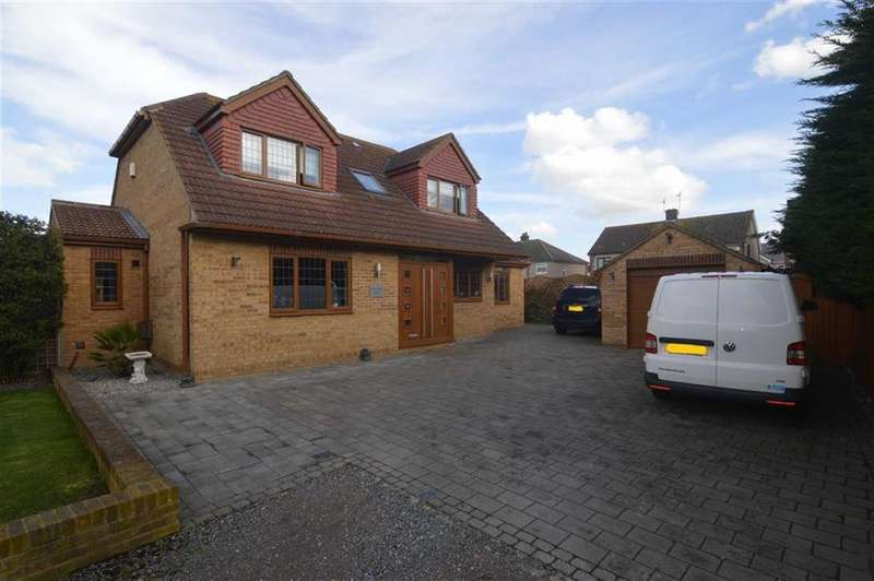 3 Bedrooms Detached House for sale in The Robbins, Lake Avenue, Rainham, Essex