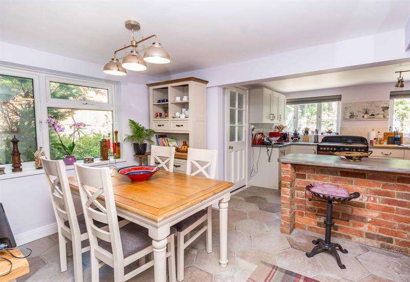 4 Bedrooms Detached House for sale in Spring Grove School Road Bursledon SO31