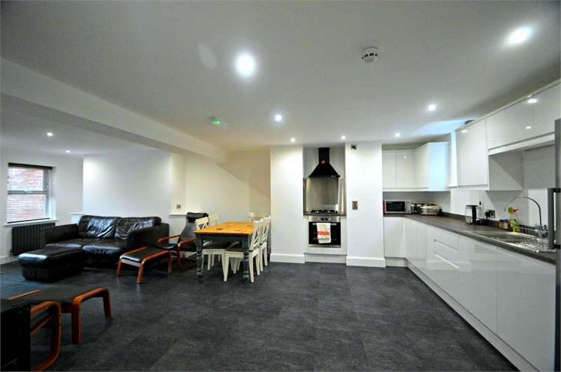4 Bedrooms Terraced House for sale in Midland Road, Leeds, West Yorkshire