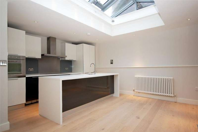 2 Bedrooms Penthouse Flat for rent in Catherine Street, Covent Garden, WC2B