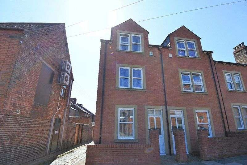 3 Bedrooms Property for sale in Beaconsfield Street, Carlisle