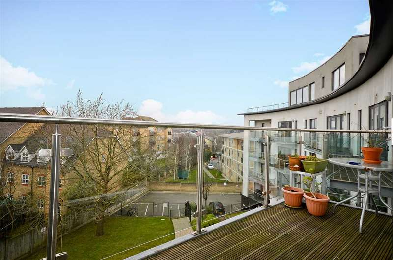 2 Bedrooms Flat for sale in Arc Court, Friern Barnet, N11