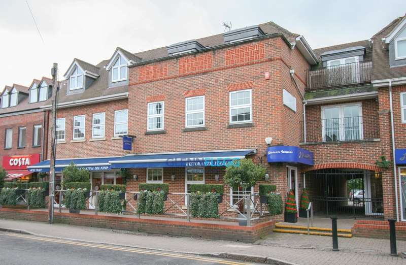 2 Bedrooms Flat for sale in Carnegie Court, The Broadway, Beaconsfield Road, Farnham Common