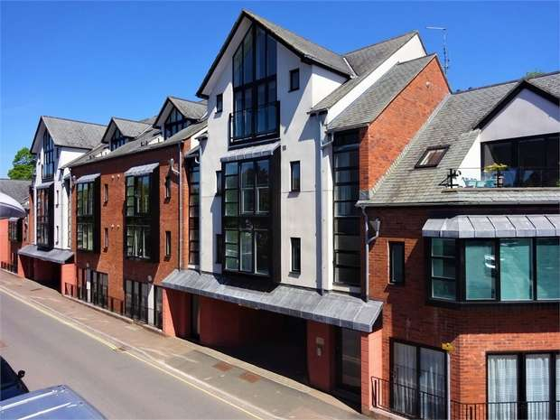 3 Bedrooms Flat for sale in St Edmonds Court, Tudor Street, EXETER, Devon