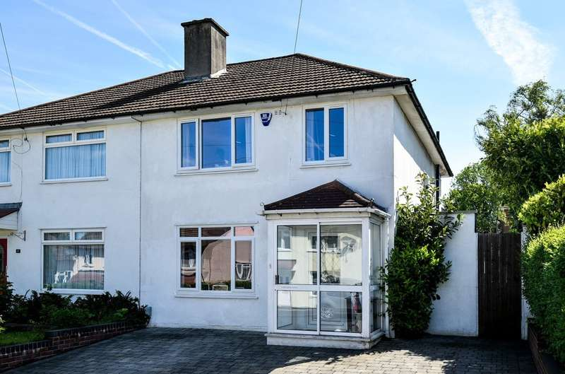 3 Bedrooms Semi Detached House for sale in Badgers Croft, London