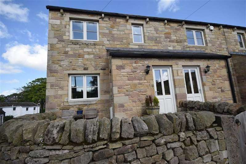 3 Bedrooms Town House for sale in High Lane, Foulridge, Lancashire
