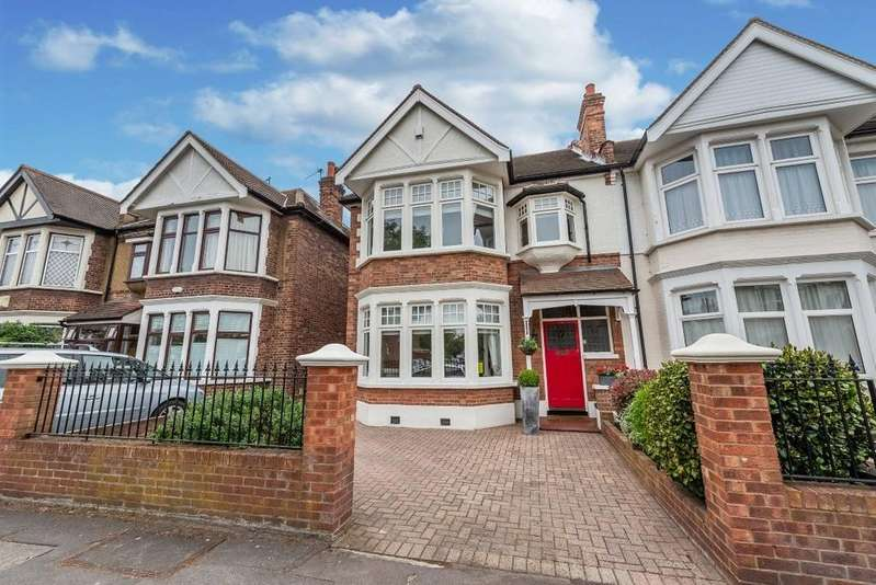 5 Bedrooms End Of Terrace House for sale in Belgrave Road, Wanstead