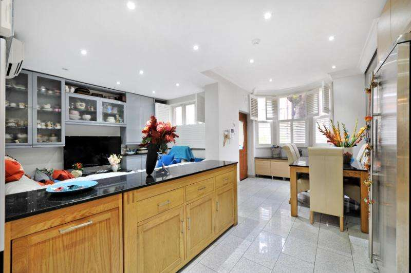 4 Bedrooms Terraced House for sale in Heath Hurst Road, Hampstead, London