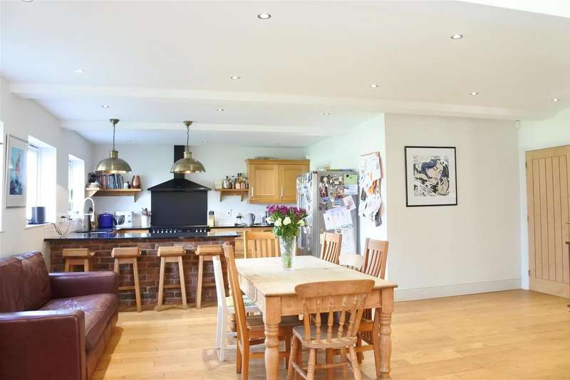 4 Bedrooms Property for sale in High Street, Waltham On The Wolds